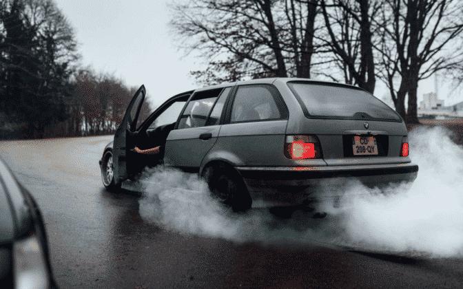 Blue/Gray exhaust smoke